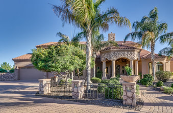 Gorgeous custom home in Prime Gilbert location on one acre